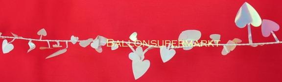 Girlande mit kleinen Herzen, Herzgirlande mit Hochzeitsherzen in zarten Perlmuttfarben in Rosa und Weiß